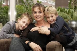 Gitta met haar zoons
